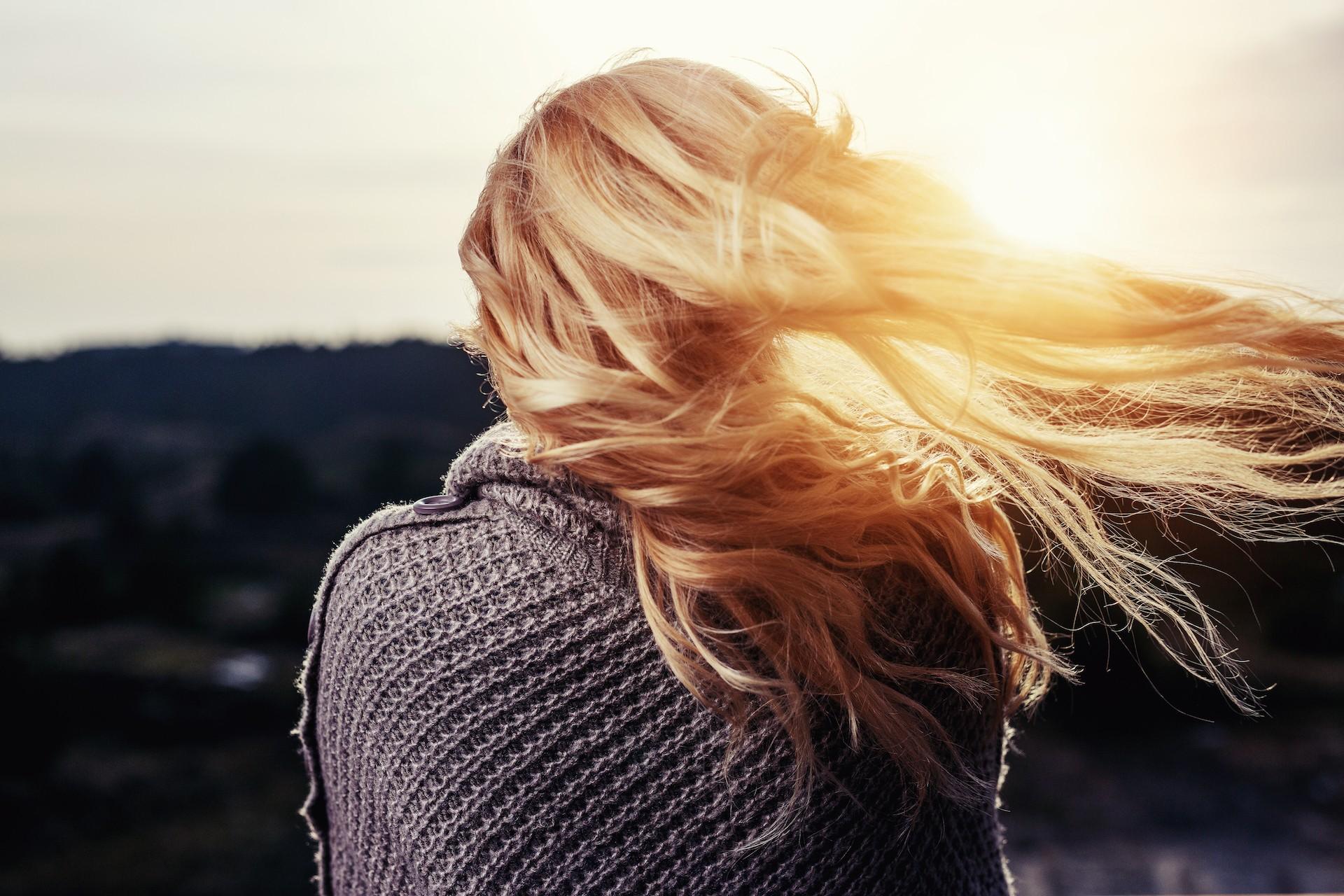 Δυνατά και λαμπερά μαλλιά