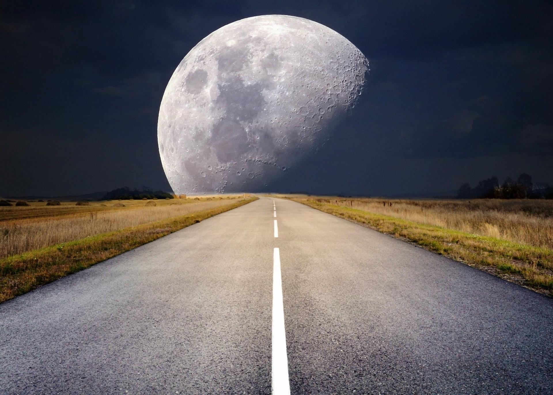 moon-2285627
